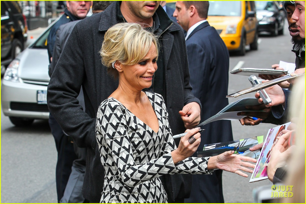 kristin chenoweth tones it up for letterman 043083086