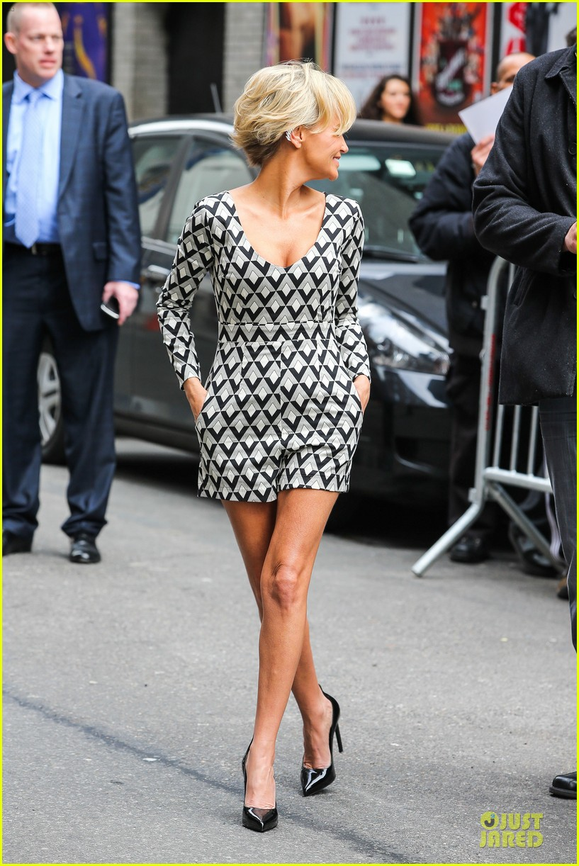 kristin chenoweth tones it up for letterman 123083094