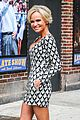 kristin chenoweth tones it up for letterman 02