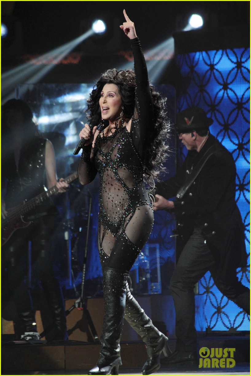 cher rocks heart shaped nipple pasties flaunts fabulous body 04