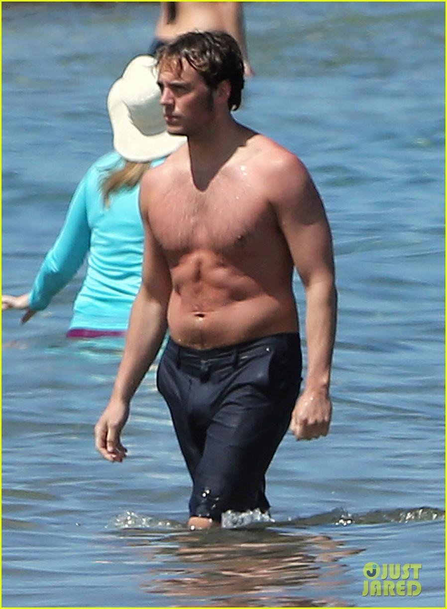 sam claflin goes shirtless again in hawaii 093101332