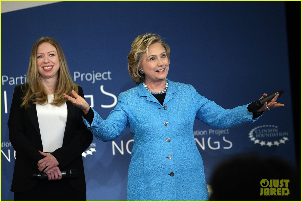 pregnant chelsea clinton hits red carpet 123094108