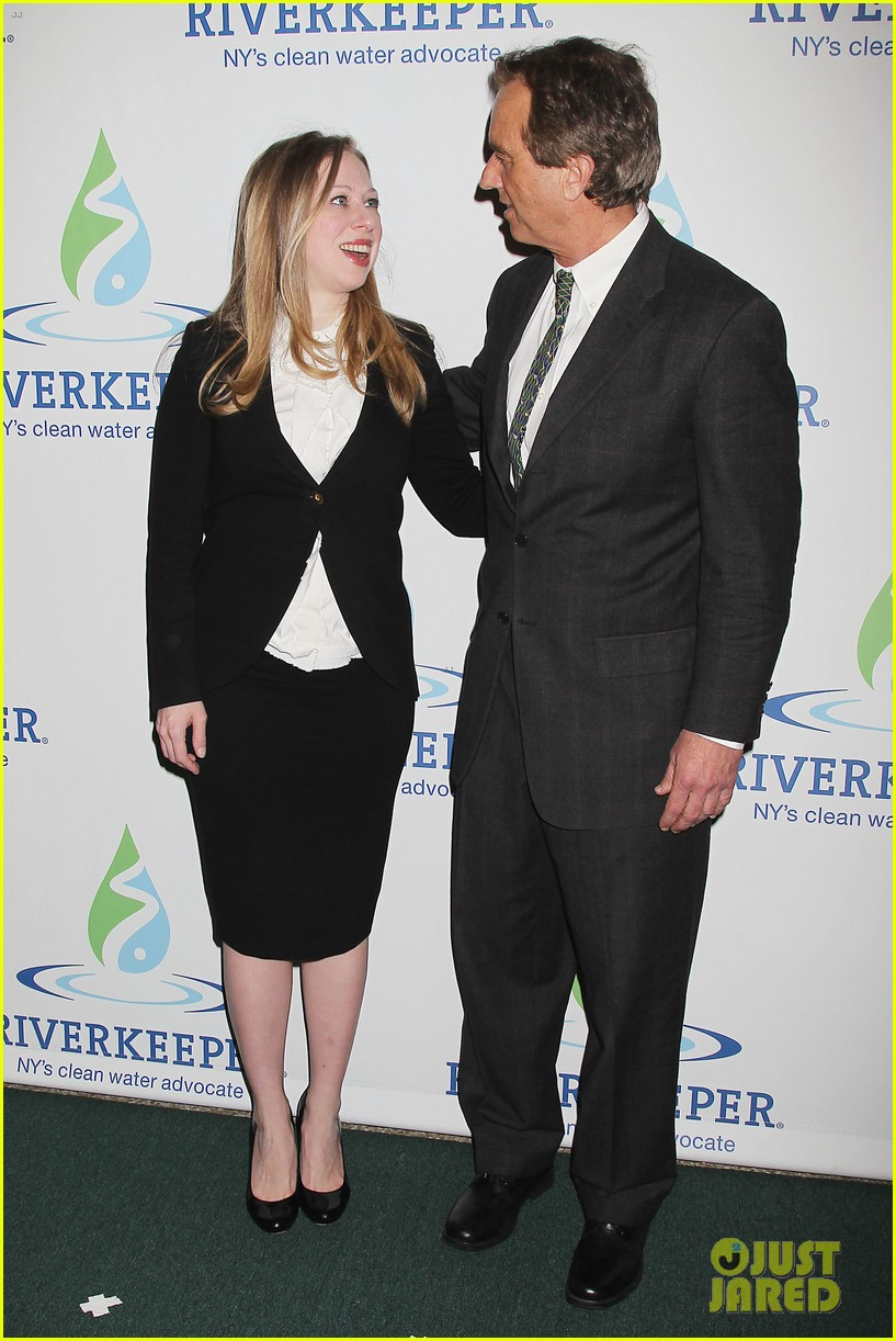 pregnant chelsea clinton makes appearance at riverkeeper event 013101827