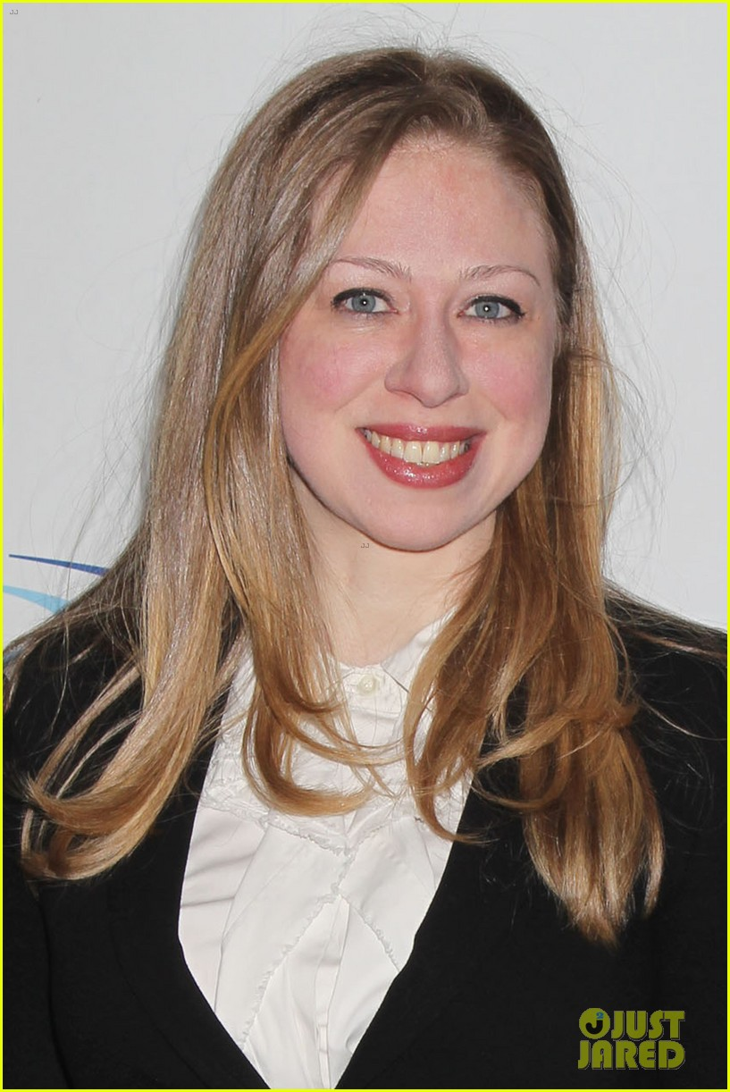 pregnant chelsea clinton makes appearance at riverkeeper event 023101828