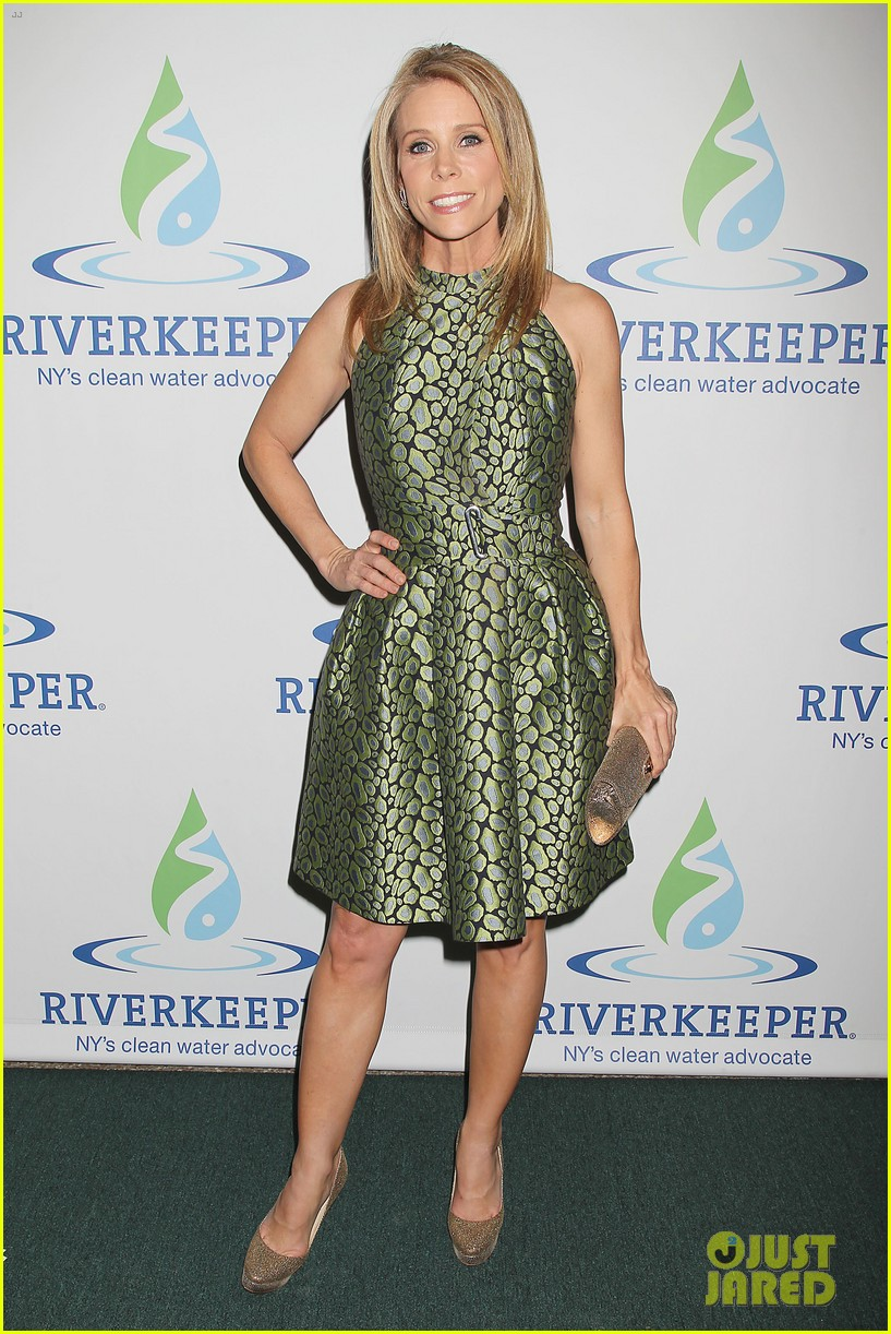 pregnant chelsea clinton makes appearance at riverkeeper event 083101834