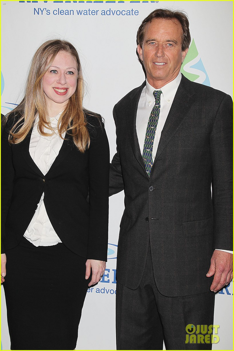 pregnant chelsea clinton makes appearance at riverkeeper event 183101844