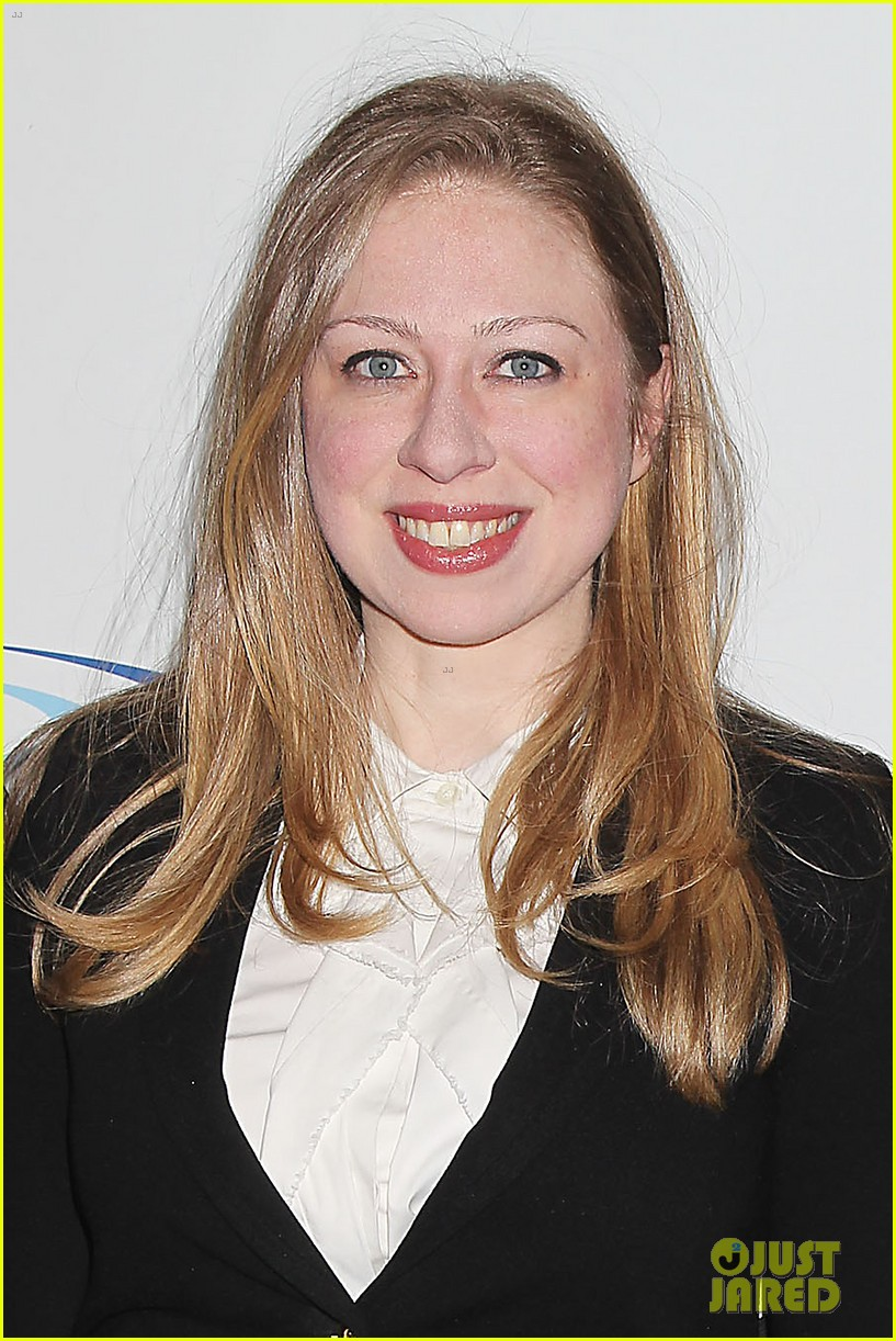pregnant chelsea clinton makes appearance at riverkeeper event 193101845