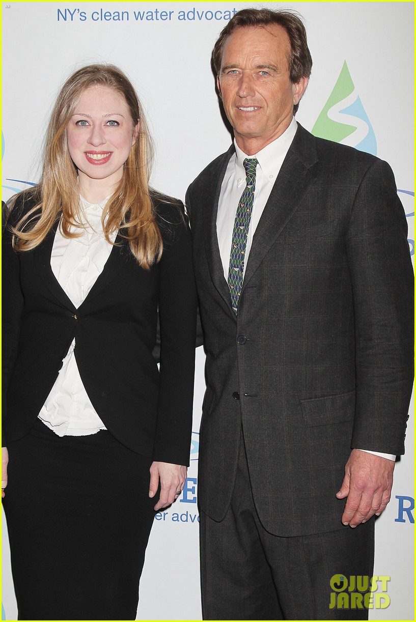 pregnant chelsea clinton makes appearance at riverkeeper event 203101846