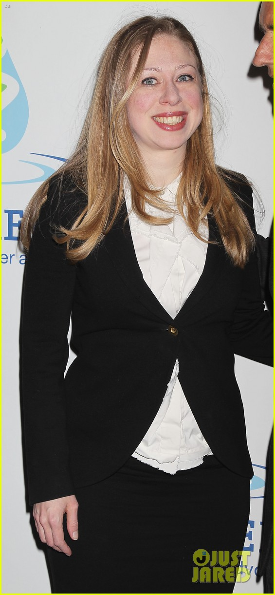 pregnant chelsea clinton makes appearance at riverkeeper event 213101847