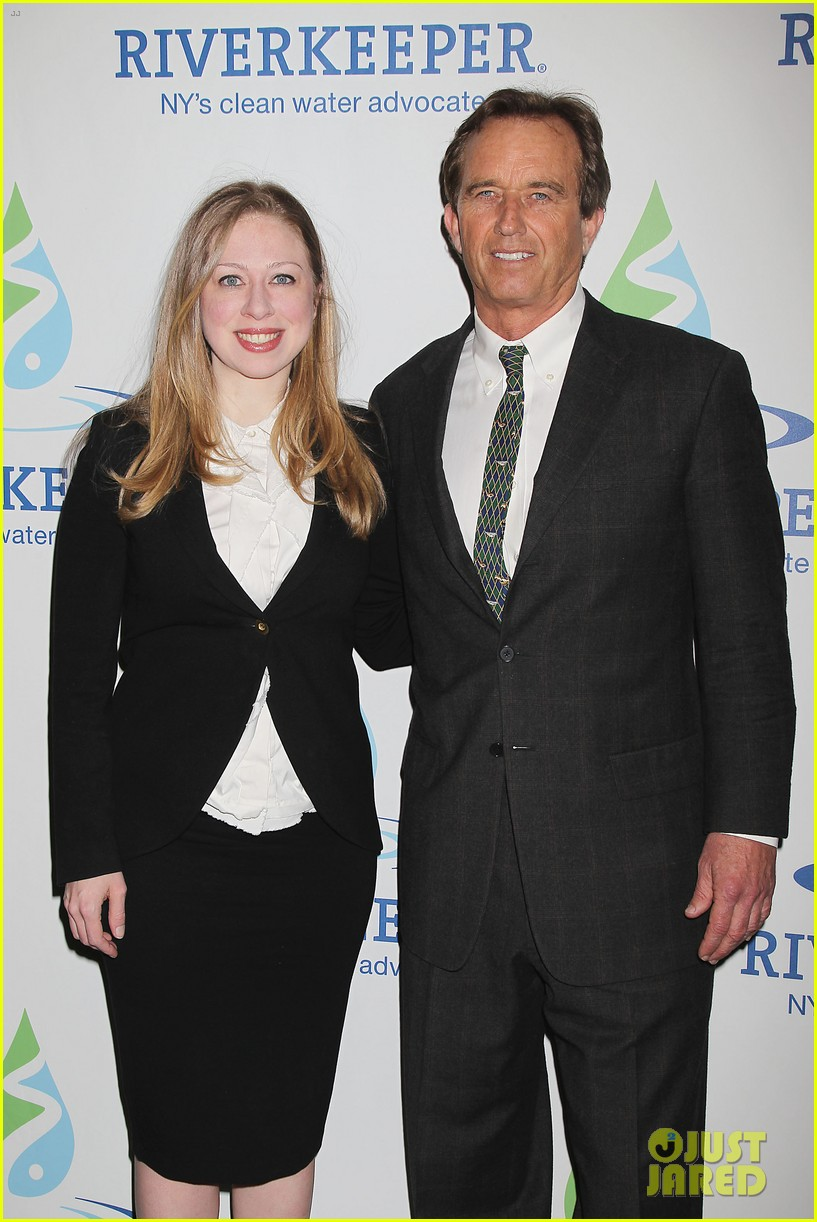 pregnant chelsea clinton makes appearance at riverkeeper event 243101850
