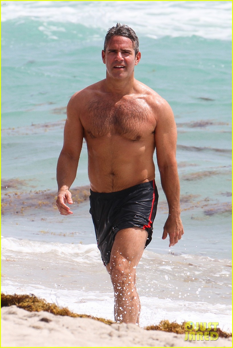 andy cohen shirtless uses tinder 043084788