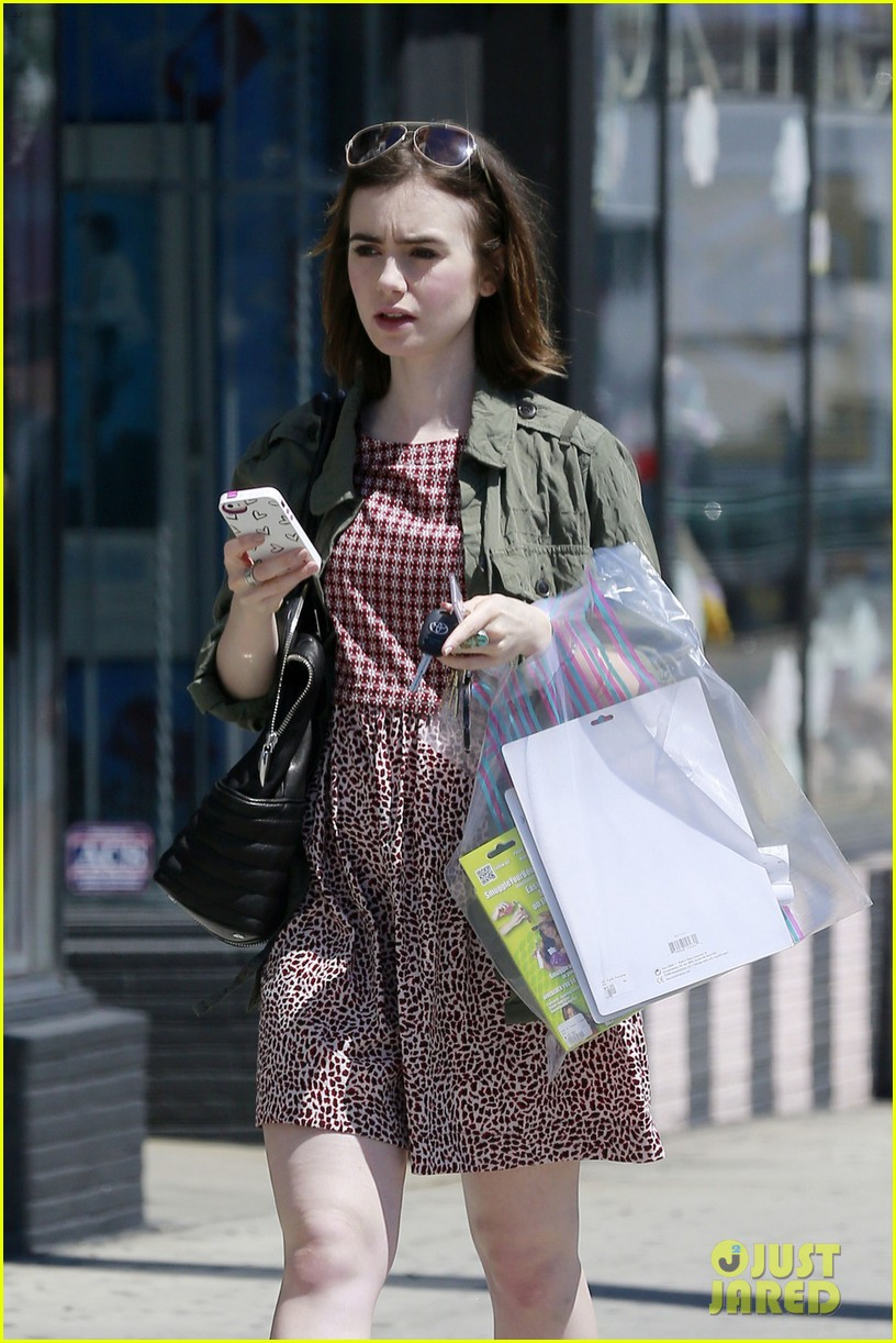 lily collins masters the chic spring look 023086232