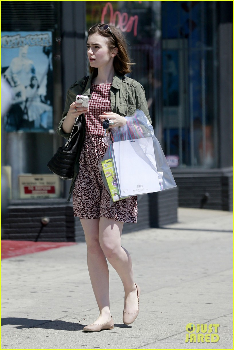 lily collins masters the chic spring look 033086233