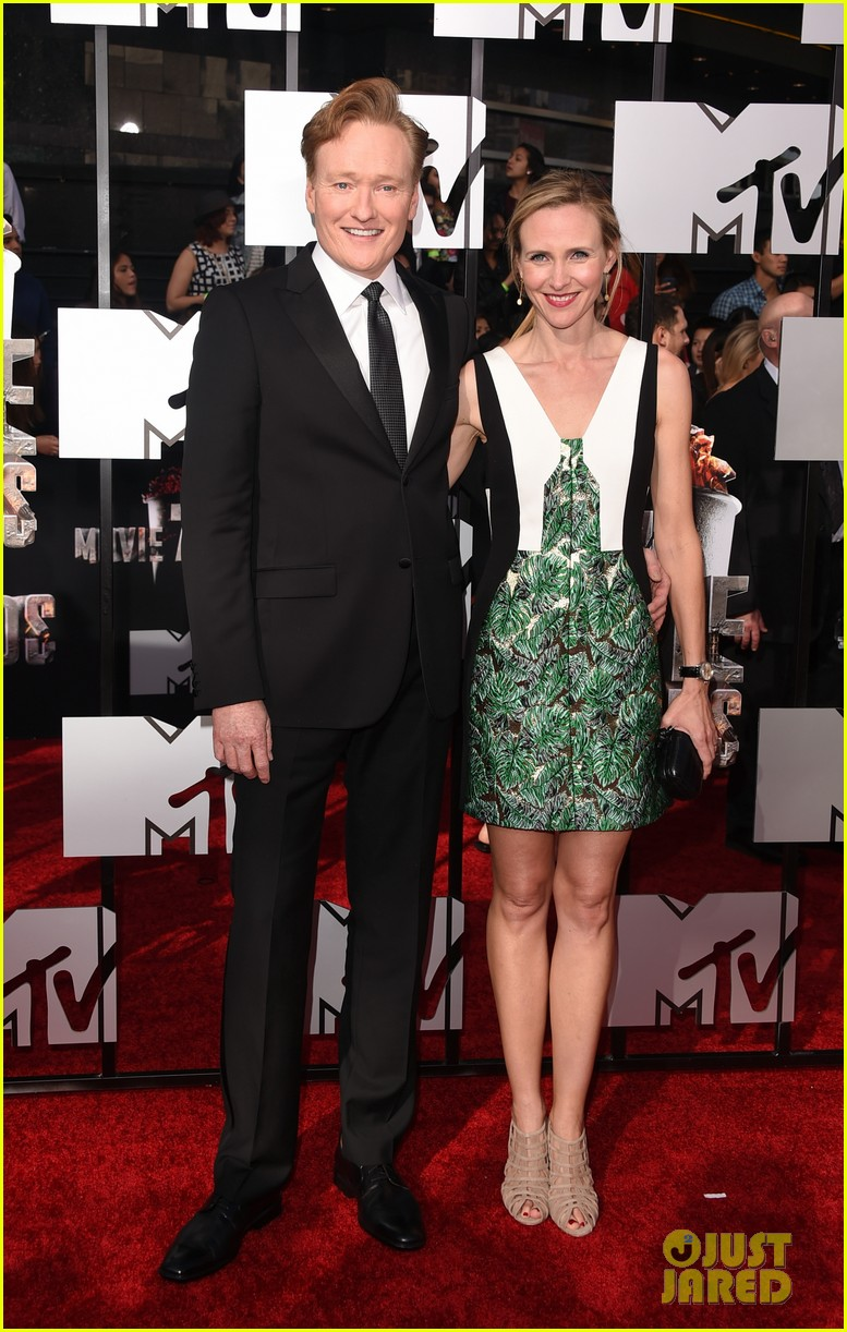 conan obrien brings wife liza powel to mtv movie awards 2014 013091142