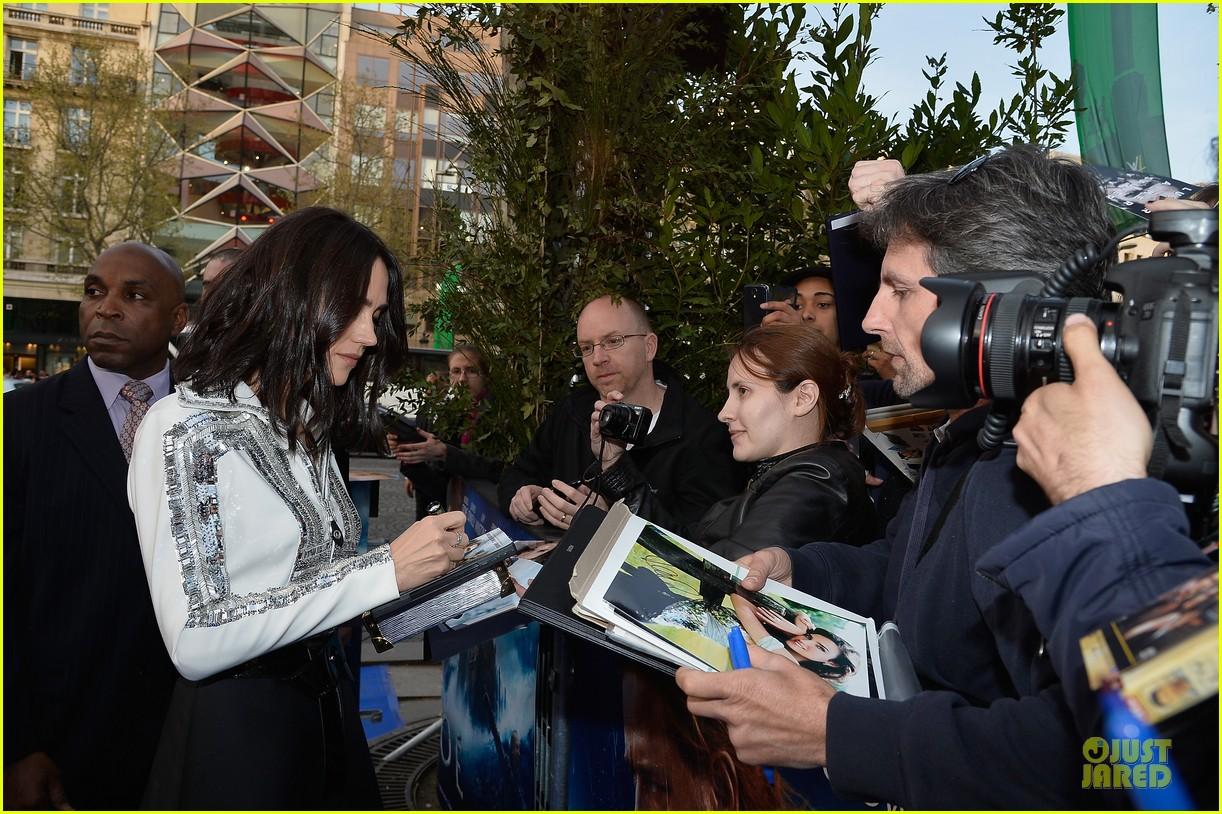 jennifer connelly stuns at noah paris premiere 073083018