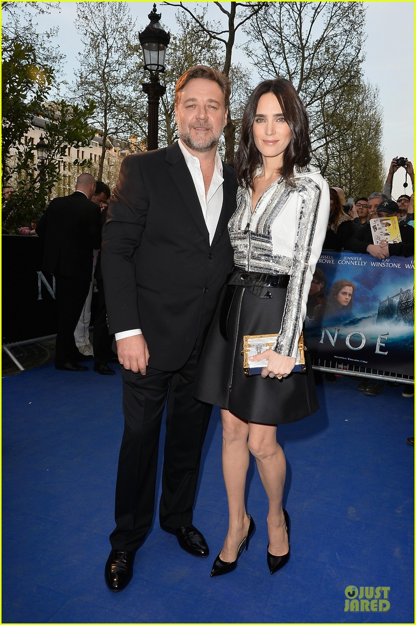 jennifer connelly stuns at noah paris premiere 093083020