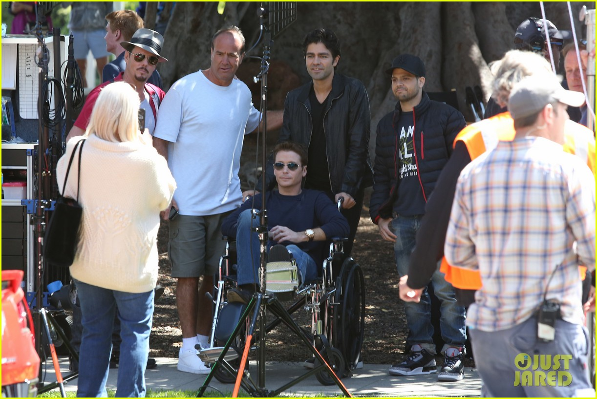 kevin connolly returns to entourage set after breaking his leg 103083815