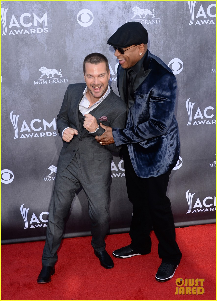 ll cool j chris odonnell buddy up at acm awards 2014 013085871
