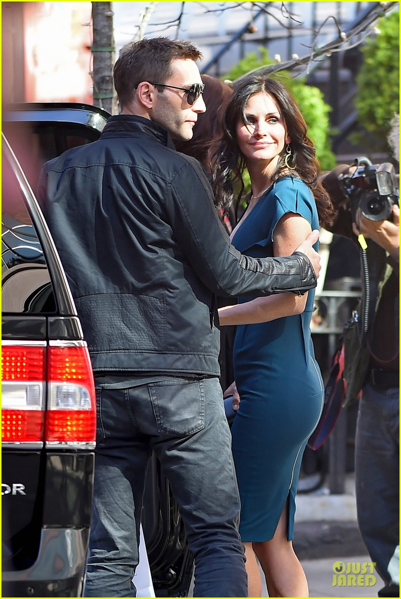 courteney cox johnny mcdaid hold hands at letterman 083096440