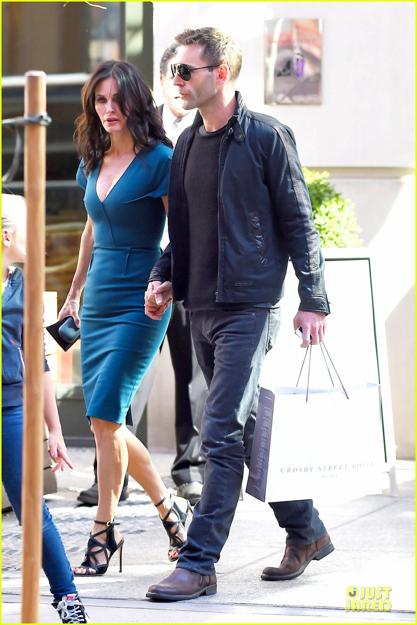 courteney cox johnny mcdaid hold hands at letterman 103096442