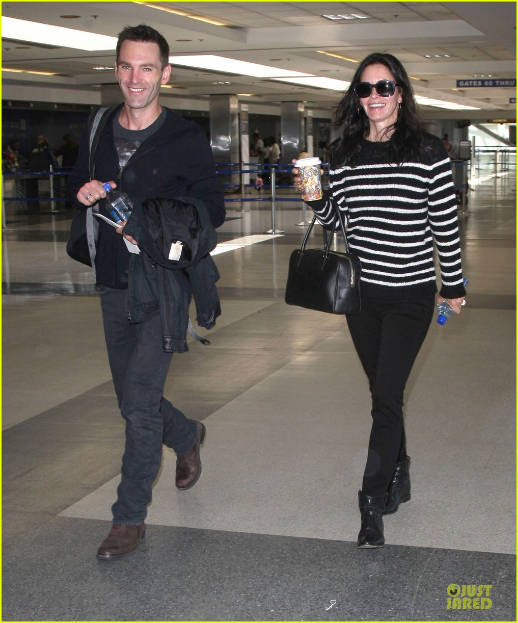 courteney cox johnny mcdaid hold hands at letterman 113096443