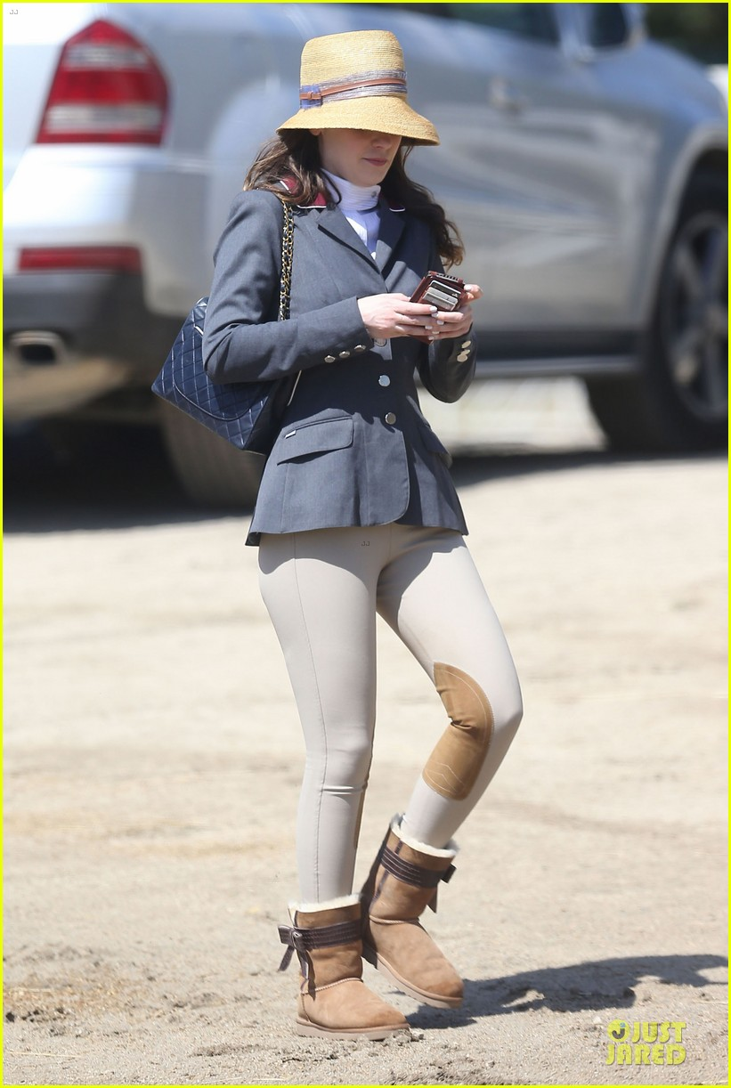kaley cuoco zooey deschanel cant stop horseback riding 053099698