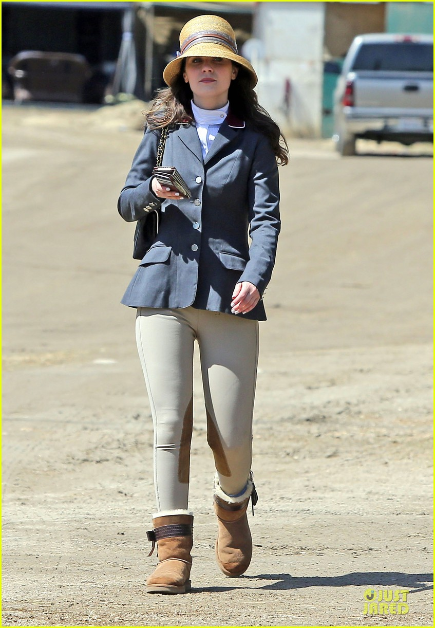 kaley cuoco zooey deschanel cant stop horseback riding 063099699