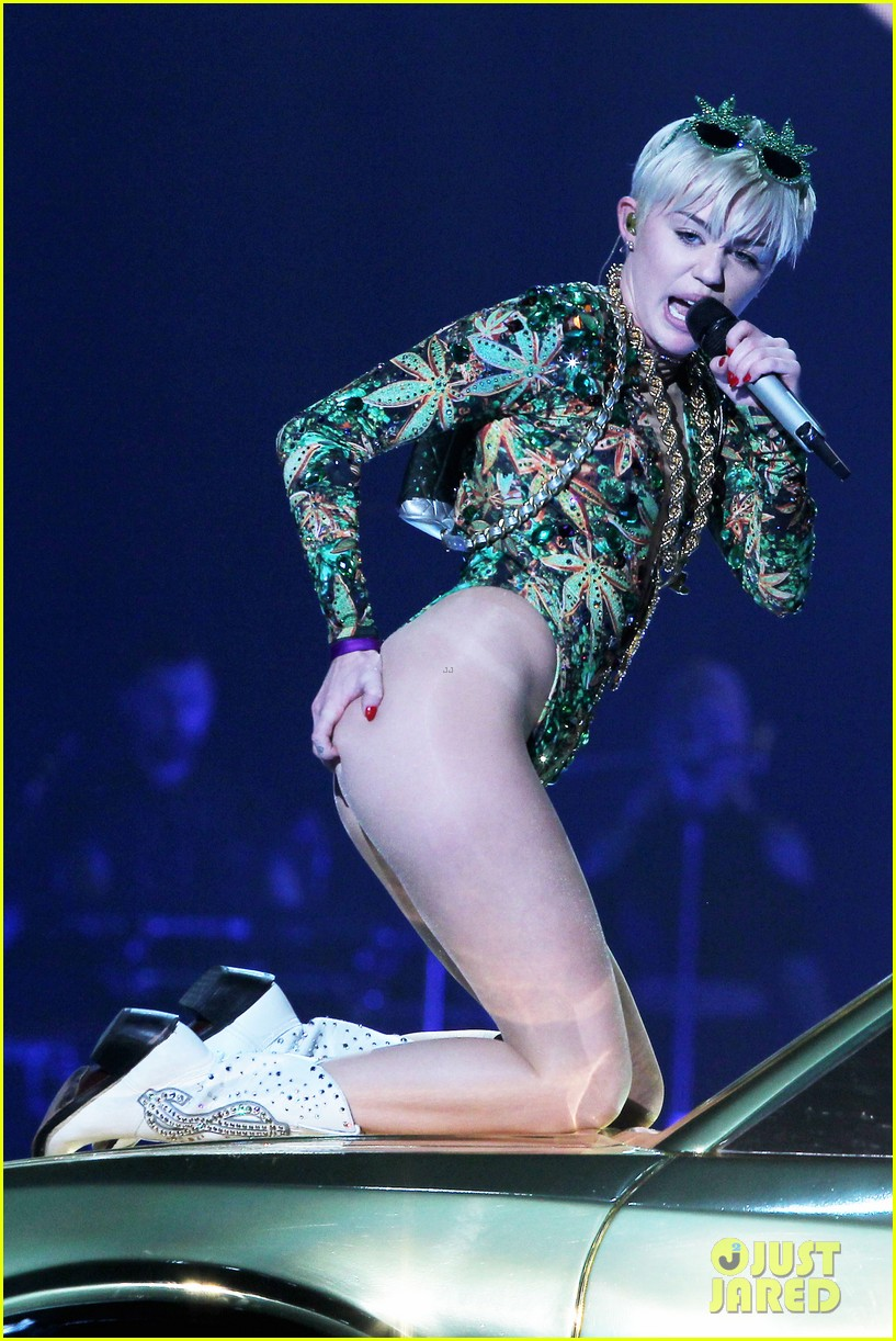 miley cyrus hits the stage despite being miserable 053084177
