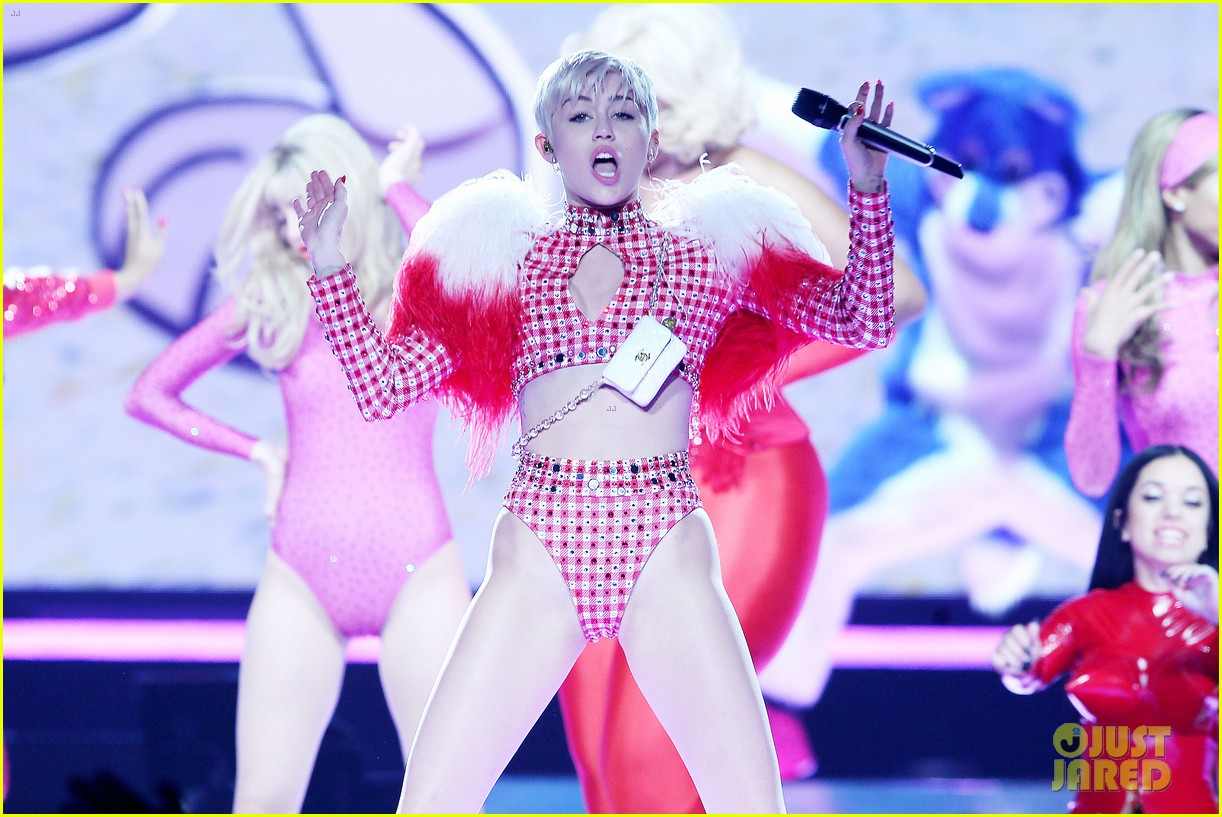 miley cyrus hits the stage despite being miserable 063084178