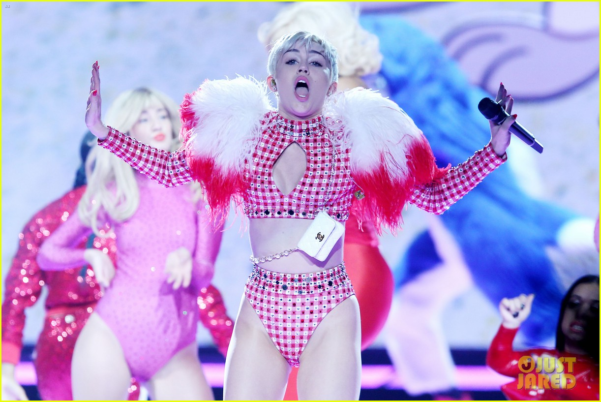 miley cyrus hits the stage despite being miserable 073084179