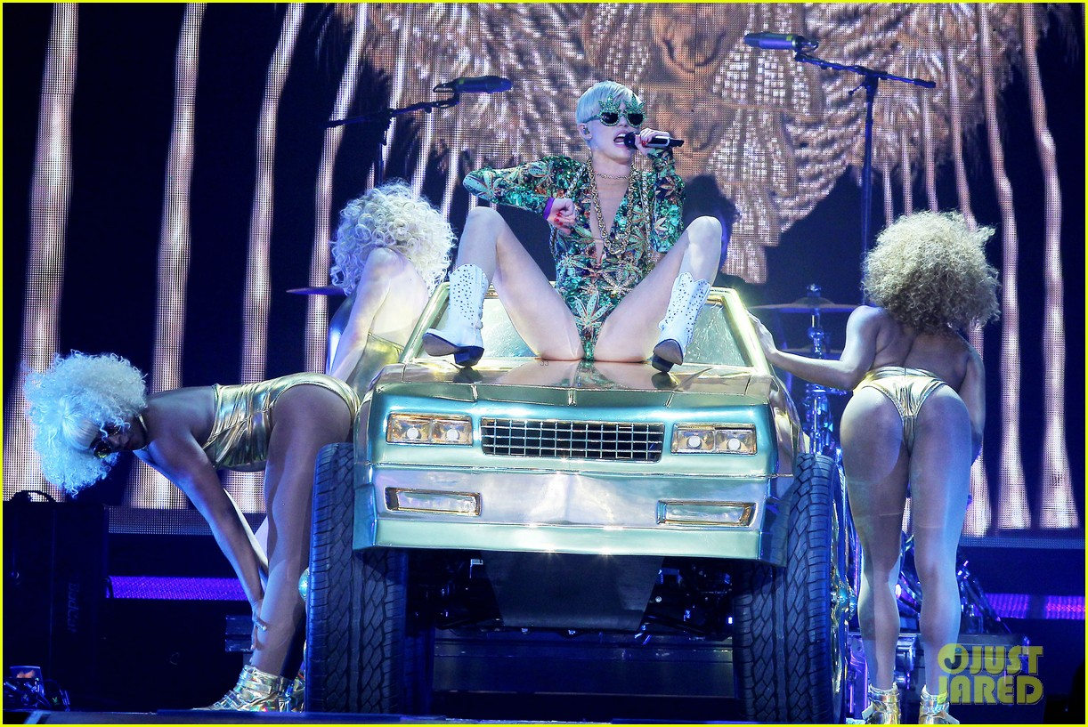 miley cyrus hits the stage despite being miserable 15
