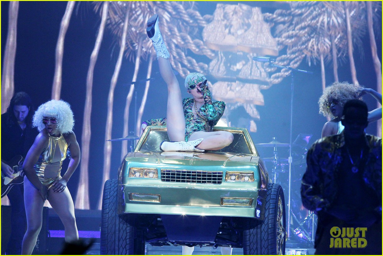 miley cyrus hits the stage despite being miserable 163084188