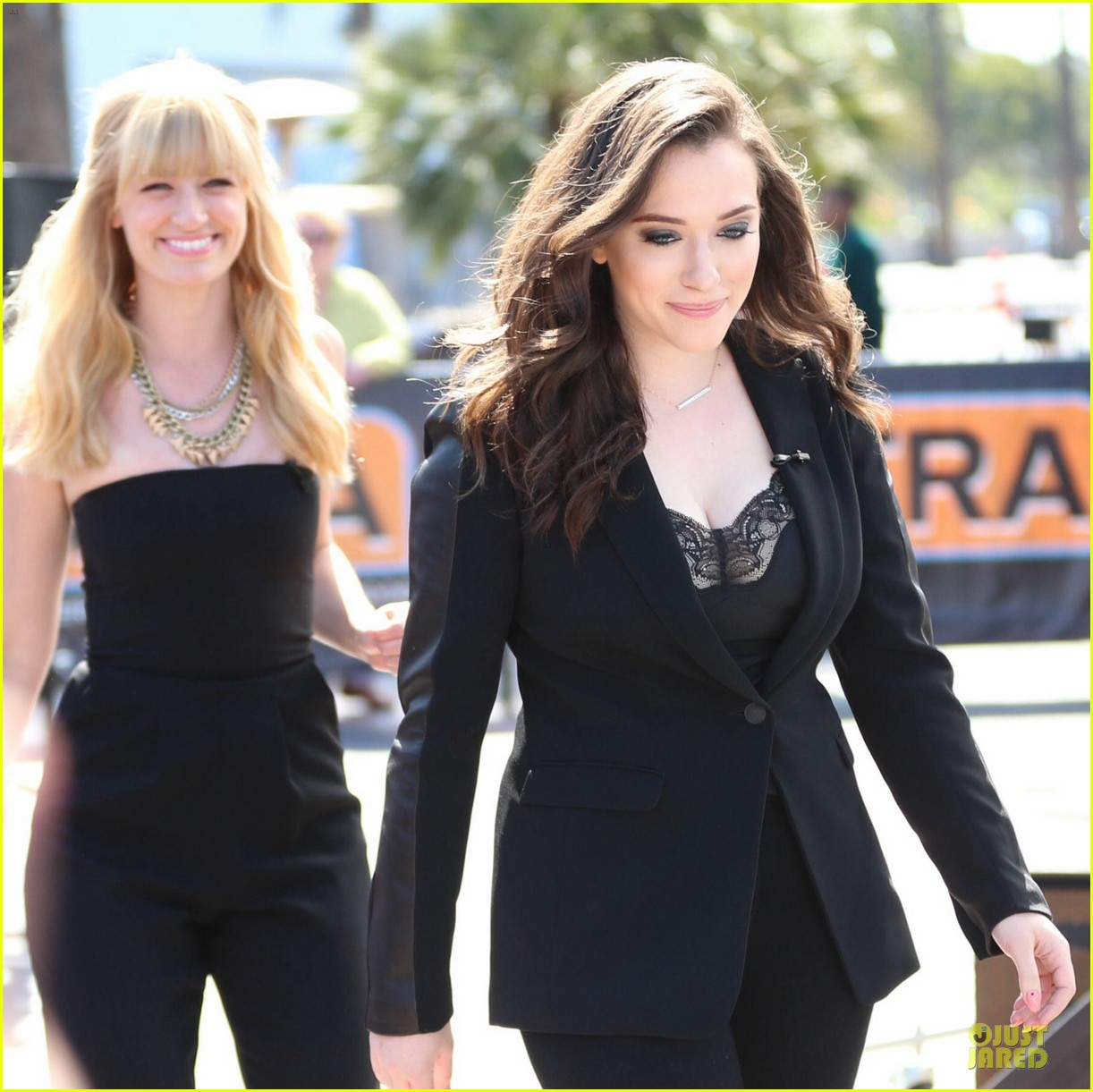 kat dennings beth behrs extra 2 broke girls 093092404