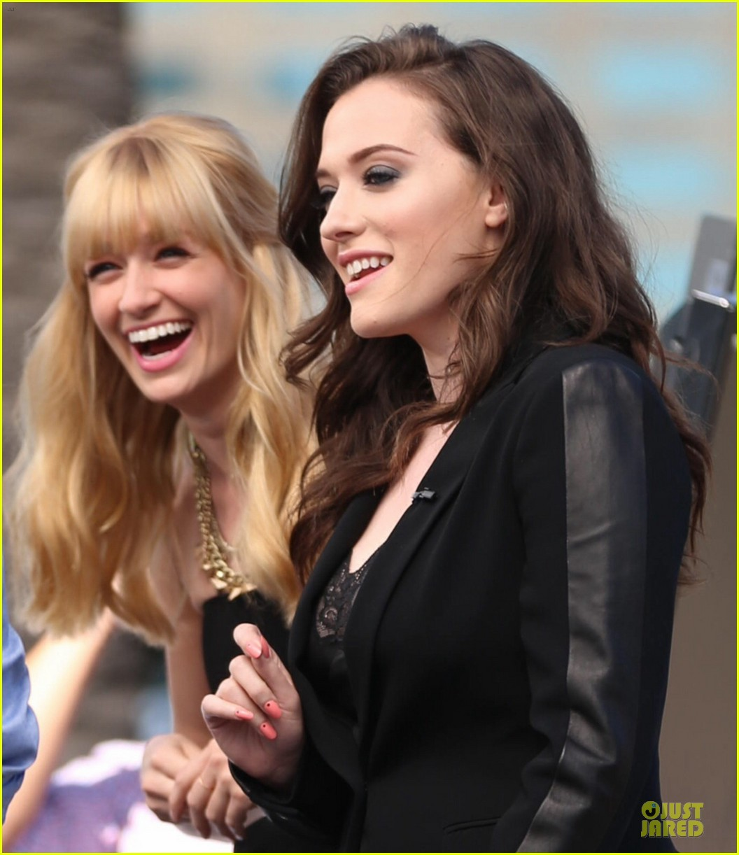 kat dennings beth behrs extra 2 broke girls 133092408