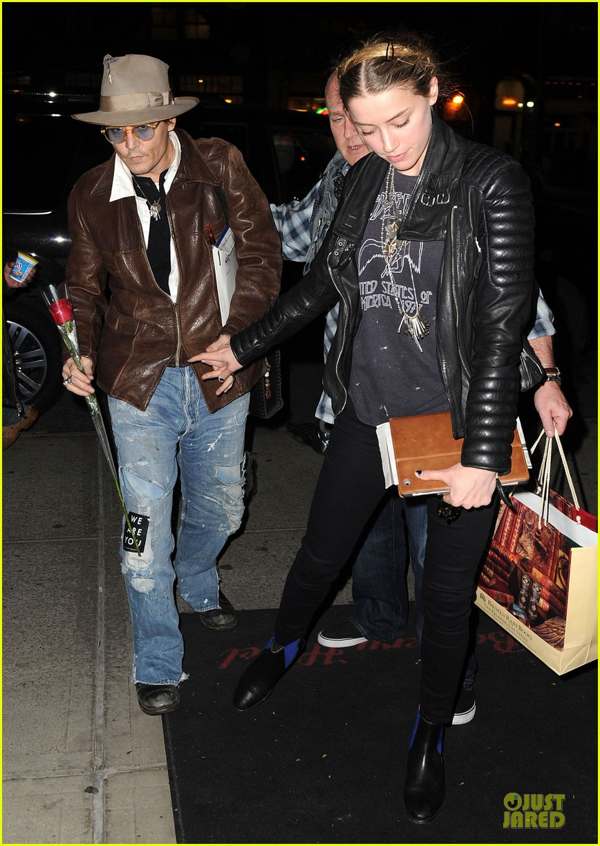 johnny depp amber heard surrounded by books 053097135