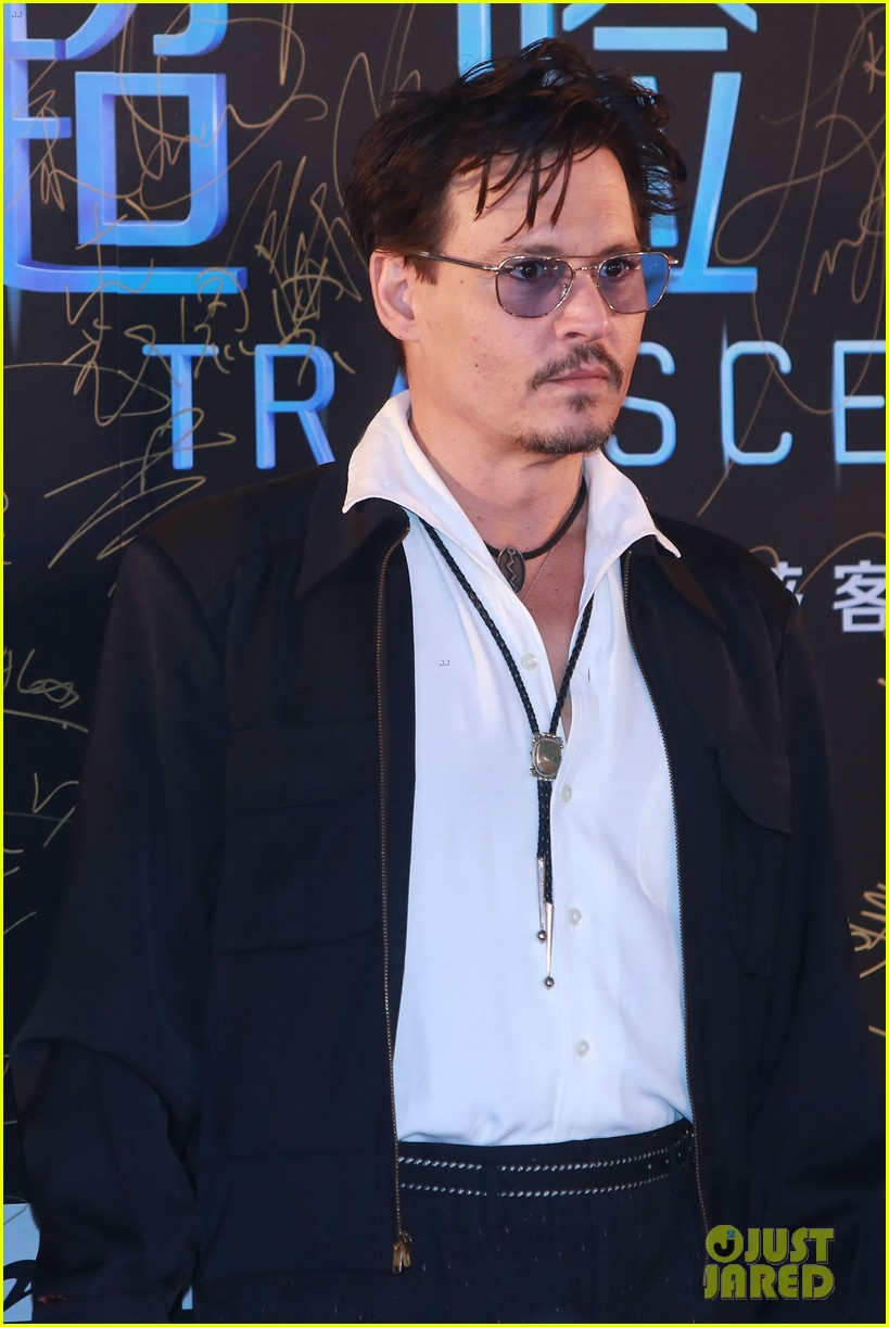 johnny depp hits the transcendence premiere 083082671