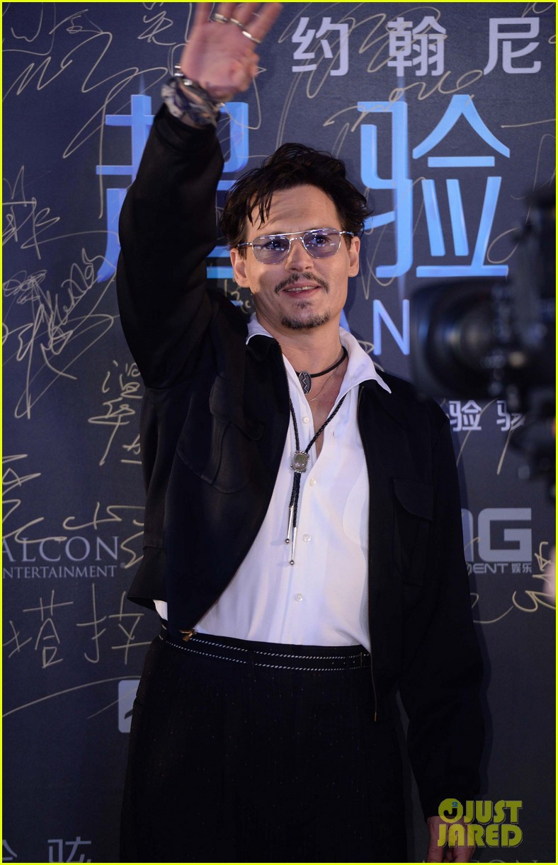 johnny depp hits the transcendence premiere 153082678