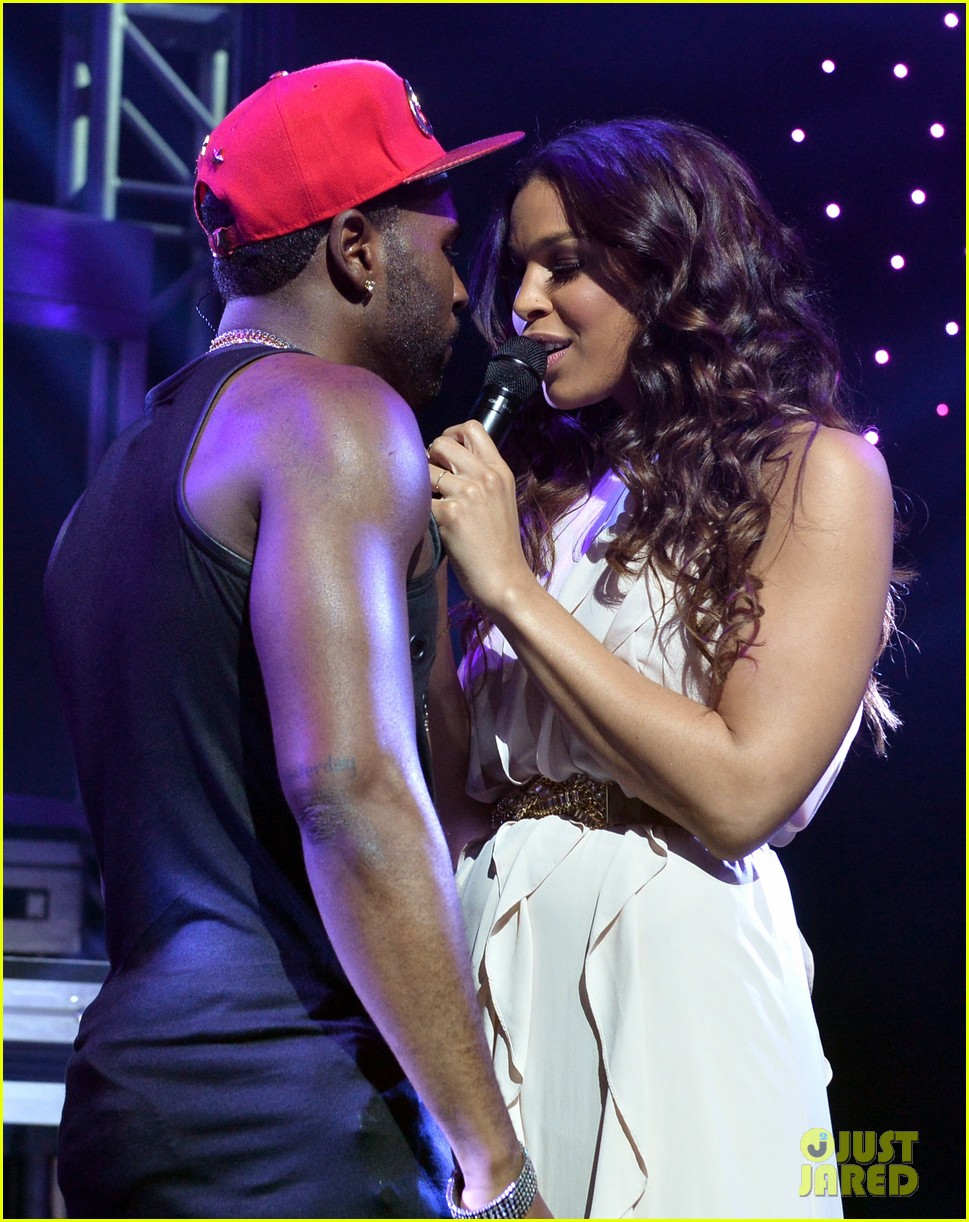 jason derulo rips off his shirt after passionate duet vertigo with jordin sparks 013093236