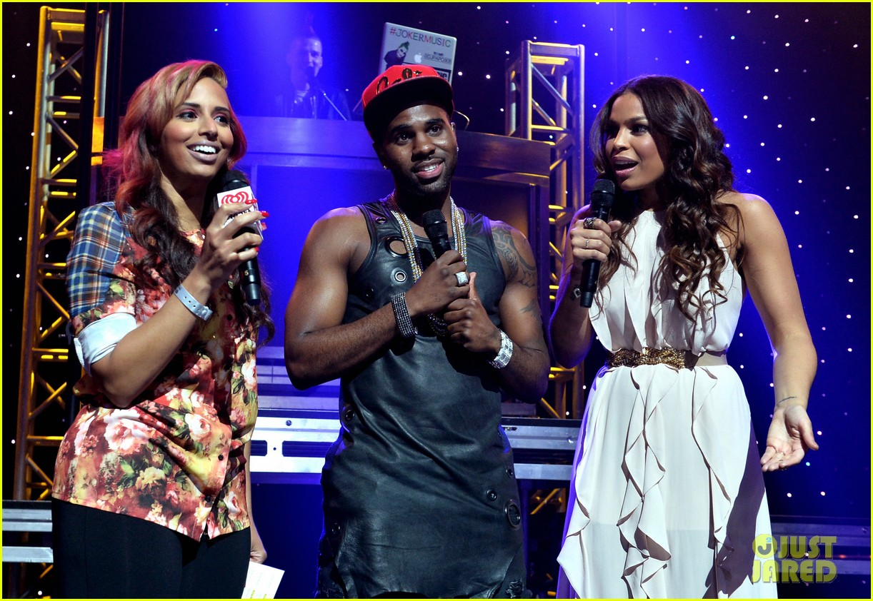 jason derulo rips off his shirt after passionate duet vertigo with jordin sparks 16
