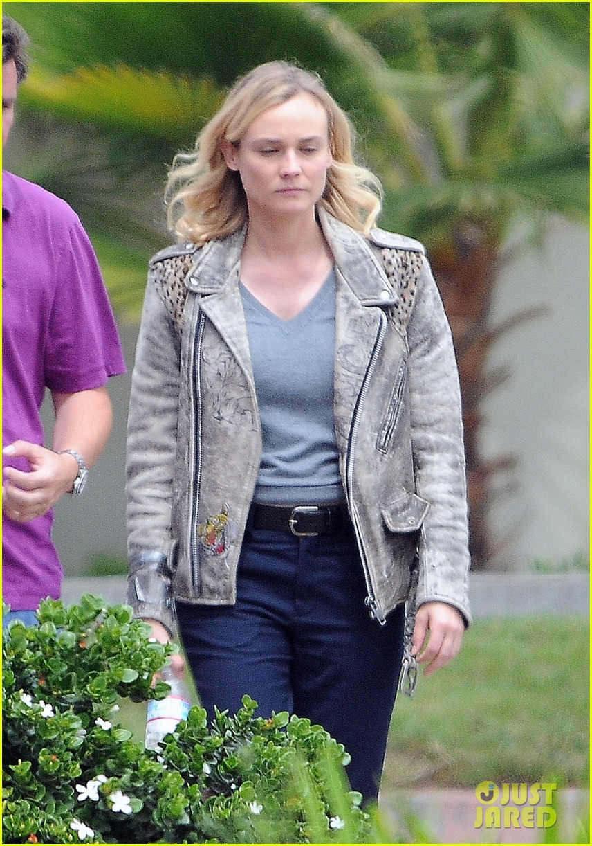 diane kruger gets direction on bridge set 043094503