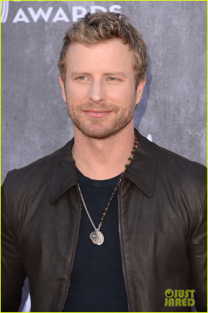 Dierks Bentley Acm Awards 2014 Red Carpet With Wife Cassidy Photo