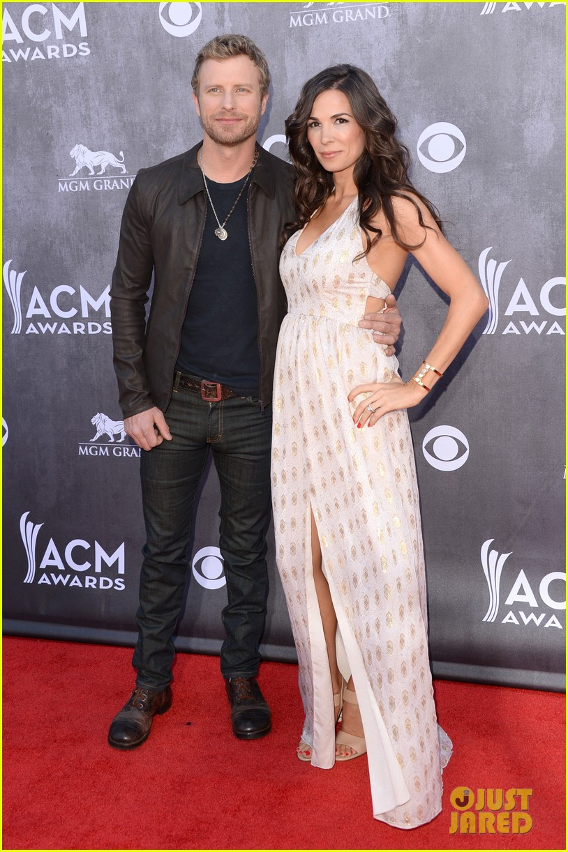 dierks bentley acm awards 2014 red carpet with wife cassidy 023085934