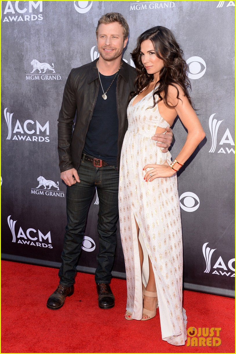 dierks bentley acm awards 2014 red carpet with wife cassidy 053085937