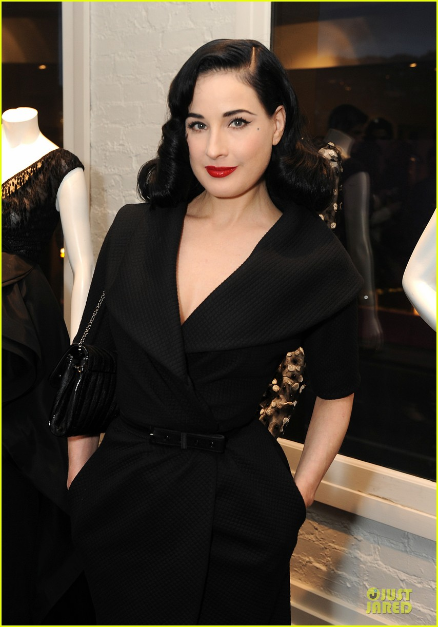 dita von teese glamour at christian siriano preview 083099585