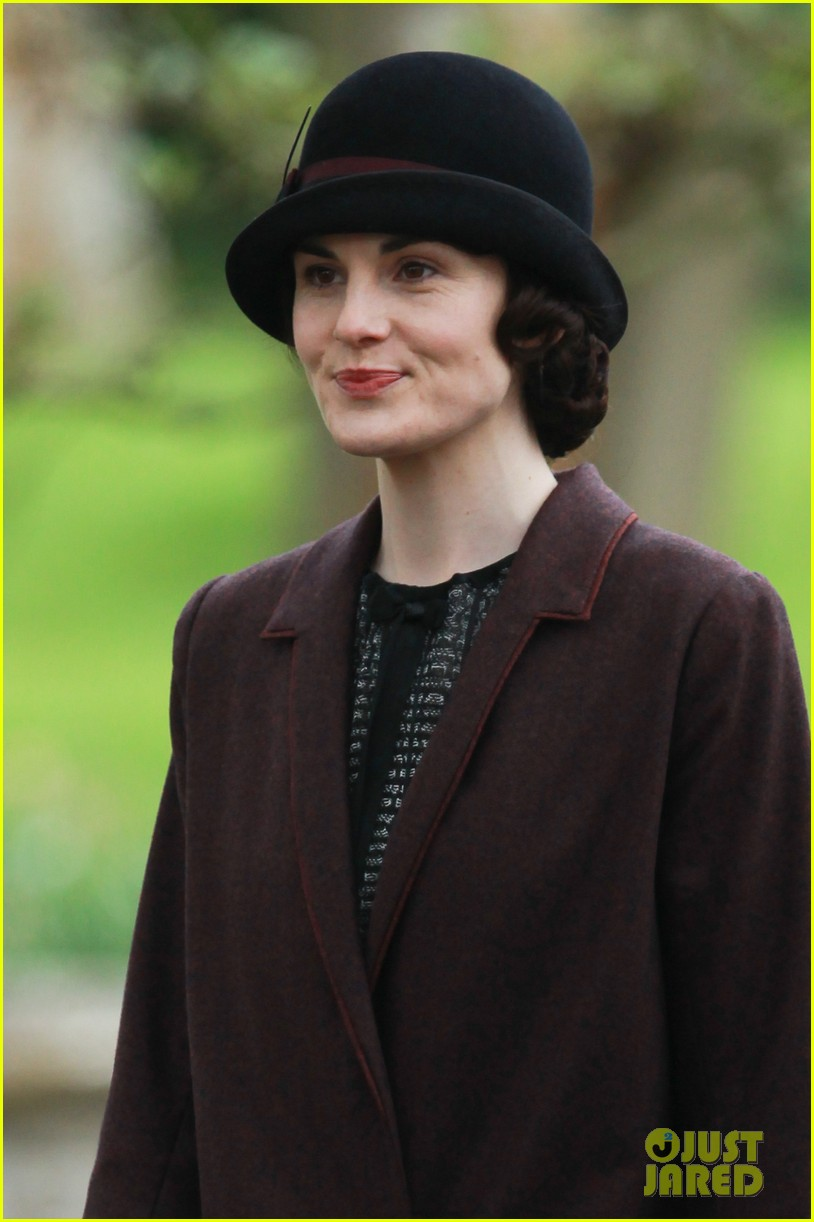 these downton abbey season five set pics are getting us really excited 023098146