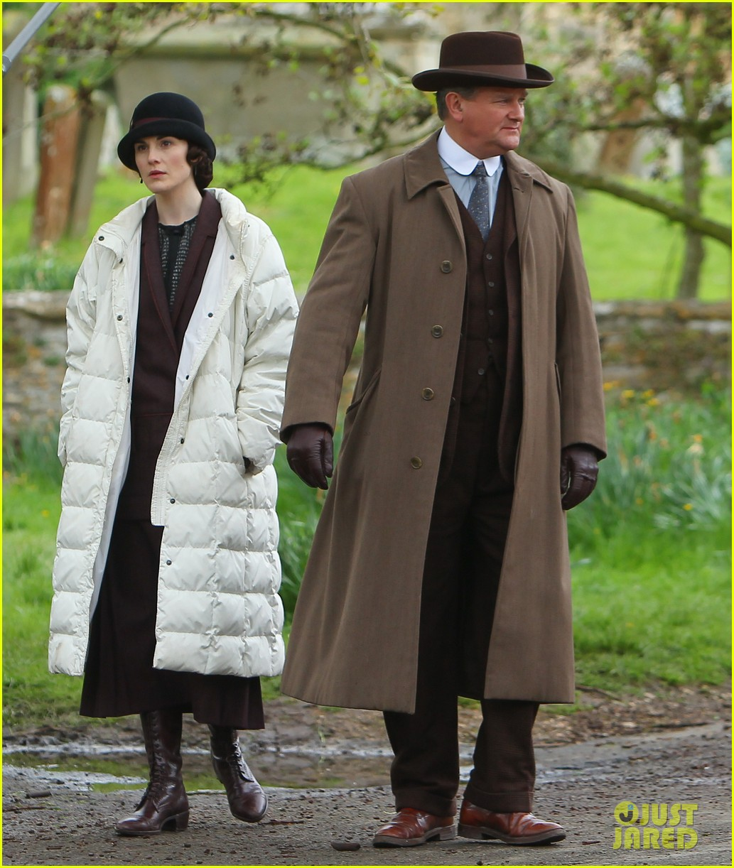these downton abbey season five set pics are getting us really excited 03