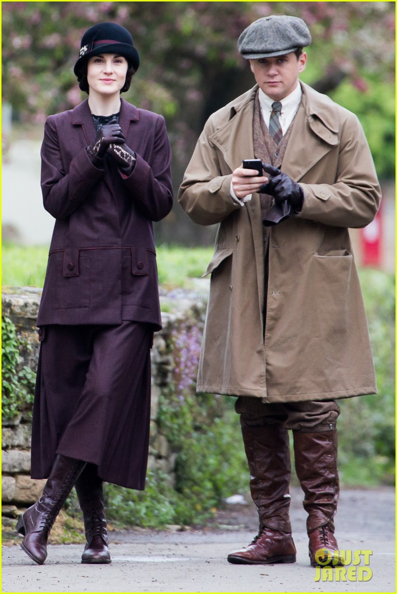 these downton abbey season five set pics are getting us really excited 063098150