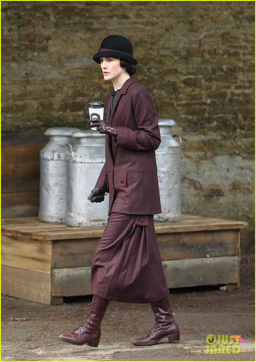 these downton abbey season five set pics are getting us really excited 24
