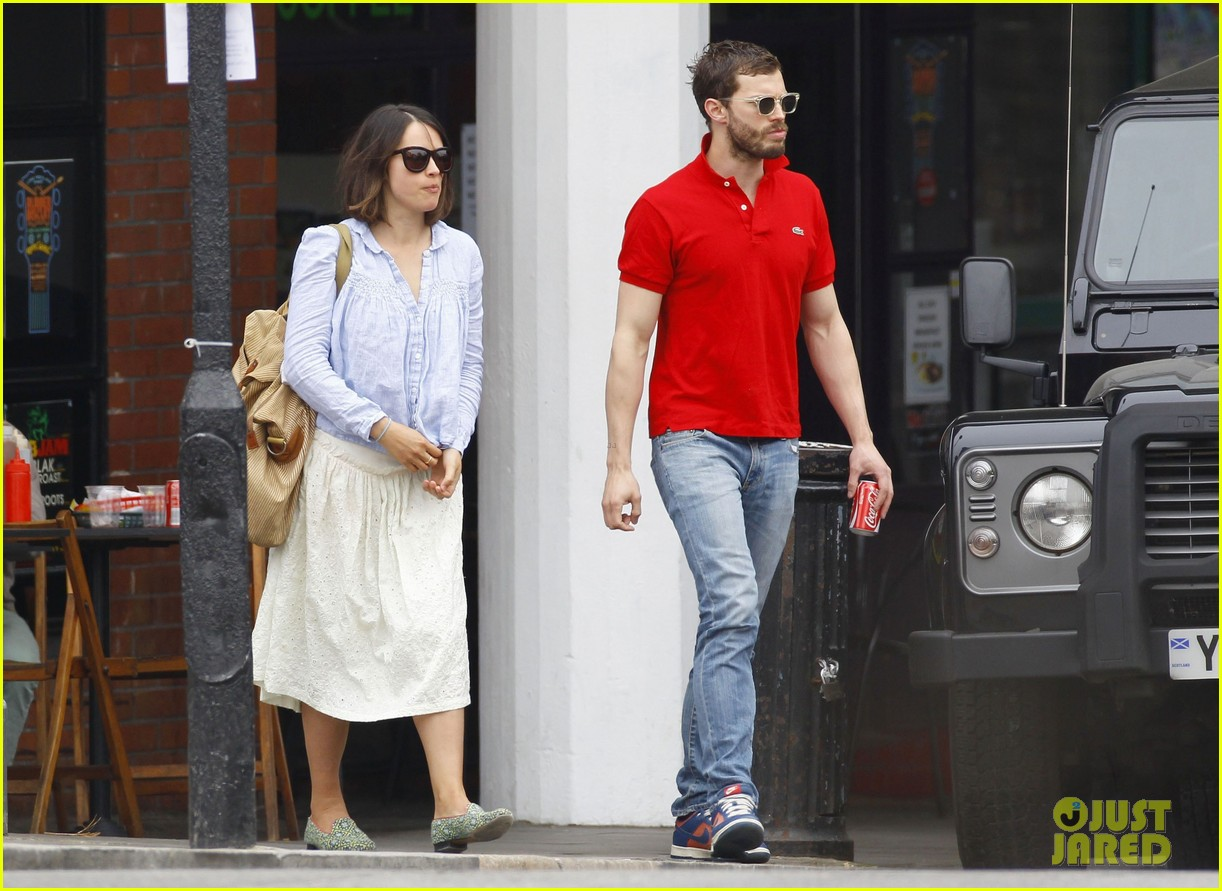 jamie dornan treats his wife to lunch in london 043093851
