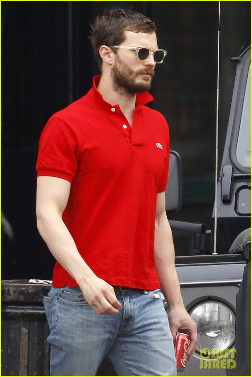 jamie dornan treats his wife to lunch in london 05